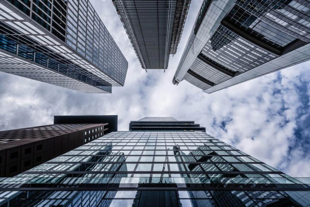 """אסטרטגיה עסקית לחברות נדל""""ן"""